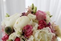 Bukiet ślubny z piwoni i róży.
